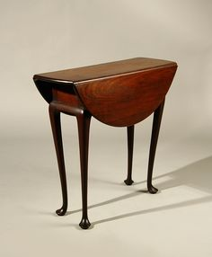 Queen Anne walnut drop leaf table, Boston 1750-1760