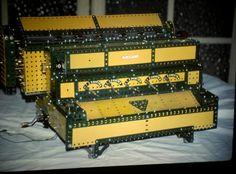 Calculadora mecánica. Suma, resta, multiplica y divide. Modelo porpio. Piezas Meccano