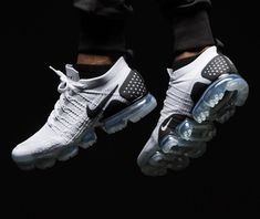 Walk you style. Ankle Sneakers, Sneakers Nike, White Basketball Shoes, Nike Basketball, Sports Shoes, Nike Vapormax Flyknit, Black And White Nikes, Aesthetic Shoes, Fresh Shoes