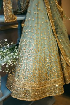 New indian bridal lengha brides outfit ideas Lengha Design, Lehenga Crop Top, Silk Lehenga, South Indian Bride Hairstyle, Traditional Indian Wedding, Indian Bridal Lehenga, Bridal Mehndi Designs, Bridal Dresses, Wedding Dress