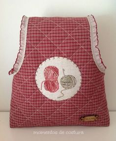 One arm knit bag Sewing Hacks, Sewing Tutorials, Fabric Bins, Diy Purse, Knitted Bags, Knit Bag, Arm Knitting, Sewing Projects For Beginners, Cloth Bags
