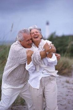 Old people need hugs too! Vieux Couples, Old Couples, Elderly Couples, Happy Couples, Forever Love, Forever Young, Love Is All, True Love, Growing Old Together