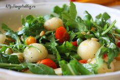 Салат с дыней, моцареллой и кедровыми орехами. #salad, #melon, #food