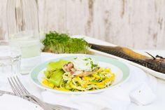 Recept voor courgetti voor 4 personen. Met zout, peper, prei, makreelfilet…
