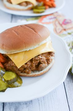 Crockpot Cheeseburgers - easy and delicious slow cooker dinner recipe!