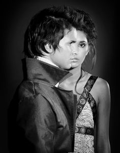 An example of a fine art fashion photography couples portrait by fashion photographer Warren Lee. This image conceptualizes man and woman together as one.