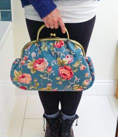 """Free purse pattern: the """"Graceful Kelly Bag."""" The site also sells all the supplies needed. Such a lovely handbag!"""
