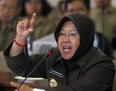 JAKARTA – Wali Kota Surabaya, Tri Rismaharini, bersama empat tokoh lain masuk radar sebagai pesaing Gubernur DKI Jakarta, Joko Widodo (Jokowi), .