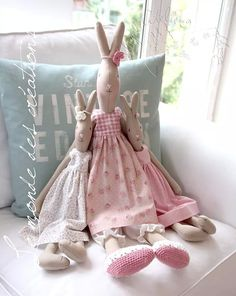 Nice and cosy. Maileg Bunny, Fabric Toys, Country Crafts, Sewing Dolls, Waldorf Dolls, Soft Dolls, Stuffed Animal Patterns, Diy Toys, Handmade Toys