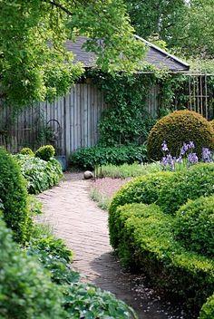 Simply backyard garden idea