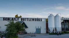 Using Siemens' BRAUMAT process control system, based on a SIMATIC PCS 7, Schlafly Bottleworks was able to increase output while maintaining quality.