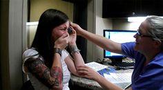 Après 29 ans de surdité, une jeune femme entend sa propre voix pour la première fois !