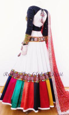 chaniya choli for garba Indian Gowns Dresses, Indian Fashion Dresses, Dress Indian Style, Indian Designer Outfits, Fashion Outfits, Indian Designers, African Fashion, Fashion Tips, Choli Blouse Design