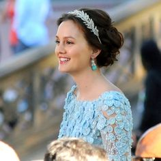 Leighton Meester as Blair Waldorf, at her wedding to Chuck Bass TV: Gossip Girl Costumes by Eric Daman Dress by Elie Saab, Headband by Jennifer Behr Gossip Girl Blair, Gossip Girls, Gossip Girl Series, Mode Gossip Girl, Estilo Gossip Girl, Gossip Girl Fashion, Gossip Girl Gowns, Gossip Girl Wedding, Blair Waldorf Wedding