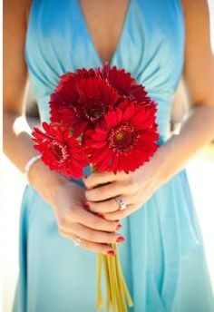 Light blue bridesmaid dress with red bouquet