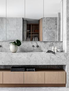 Apr 2020 - Mim Design worked with Koichi Takada Architects on a project for developer CostaFox that encompasses six ultra-luxe waterfront apartments with sightlines to Manly and Cabbage Tree Bay. Bathroom Interior Design, Modern Interior Design, Stone Kitchen Island, Charcoal Walls, Mim Design, Japanese Minimalism, Interior Minimalista, Scandinavian Bathroom, Bathroom Ideas