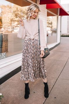 Long Skirt Outfits, Modest Outfits, Modest Fashion, Skirt Fashion, Cute Outfits, Fashion Outfits, Apostolic Fashion, Modest Clothing, Long Skirt Style