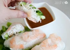 Step by step instructions on how to make your own amazing Vietnamese salad rolls right at home - including a recipe for homemade peanut sauce. Peanut Recipes, Veggie Recipes, Asian Recipes, Cooking Recipes, Healthy Recipes, Ethnic Recipes, Healthy Meals, Vietnamese Salad Rolls, Gourmet