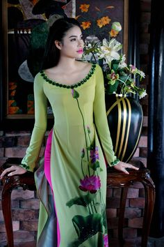 5 Dress Styles That Will Make You Look Thinner – Shopping Fashion Kurti Neck Designs, Dress Neck Designs, Stylish Dress Designs, Kurti Designs Party Wear, Stylish Dresses, Blouse Designs, Long Dress Design, Indian Fashion Dresses, Dress Indian Style