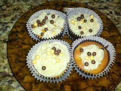 Cupcake de gotas de chocolate com brigadeiro branco