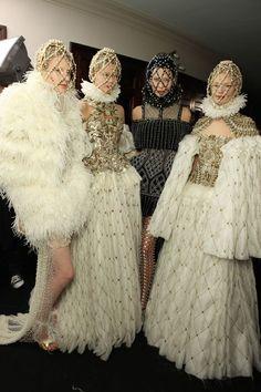 Alexander Mcqueen Couture, Alexander Mcqueen Savage Beauty, Alexander Mcqueen Dresses, Haute Couture Paris, Couture Fashion, Fashion Week, Fashion Show, Fashion Art, High Fashion
