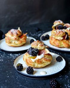 Meike PetersさんはInstagramを利用しています:「Sunday Profiteroles! Vanilla Cream Puffs with Figs, Pears and Blackberries, new recipe on eatinmykitchen.meikepeters.com!」