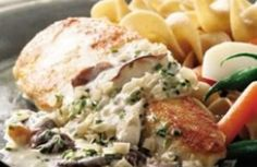 Pechuga de pollo con salsa cremosa de champiñones >>>> http://www.srecepty.es/pechuga-de-pollo-con-salsa-cremosa-de-champinones