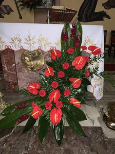 Church Flower Arrangements, Altars, Gift Wrapping, Creative, Flowers, Gifts, Tropical Flower Arrangements, Rose Flower Arrangements, Floral Arrangements
