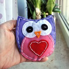 DIY handsewn felt owl with simple video tutorial (in German with English translation)