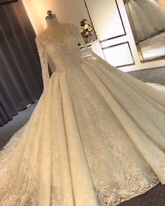 New Long Sleeve Wedding Dresses Elegant Ball Gown Bridal Gowns Up to 60 Off Elegant Ball Gowns, Dresses Elegant, Vintage Dresses, Beautiful Dresses, Elegant Gown, Luxury Wedding Dress, Elegant Wedding Dress, Dream Wedding Dresses, Wedding Dress Princess