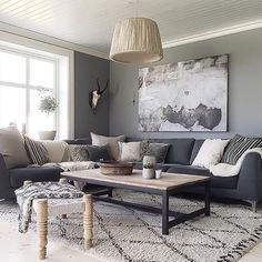 Love our grey.but it's turning white-again! Interior Architecture, Interior Design, Living Comedor, Modern House Design, Dining Bench, Sweet Home, New Homes, Table, Furniture