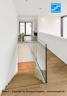 Kragarmtreppe von KENNGOTT Stufen Eiche Dickfunier Unsere Europäischen Zulassung bietet 50 Jahre statische Gebrauchssicherheit. Kragarmtreppe von KENNGOTT, Stufen Eiche Dickfunier, Geländer Glas, Beschlägen V2A. Die Kragarmtreppen sind mit Stein-, Holz- und Metallstufen erhältlich.