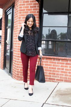 Business Casual Outfit with Maroon Pants + Black Pumps + Black Blazer + Black Blouse + Black Tote Blazer Outfits For Women, Dress Shirts For Women, Fall Fashion Outfits, Mode Outfits, Black Blouse Outfit, Maroon Outfit, Maroon Pants, Outfit Jeans, Business Casual Outfits