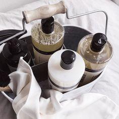 """Ren Lykke on Instagram: """"Nå er vi klare for morgendagen🌺 Klesvasken og husvasken er unnagjort med de herlige produktene fra Humdakin.…"""" Kitchen Appliances, Diy Kitchen Appliances, Home Appliances, Kitchen Gadgets"""
