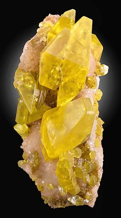 Native Sulfur crystals on Aragonite matrix From the Cozzo Disi Mine, Casteltermini, Agrigento Province, Sicily, Italy.