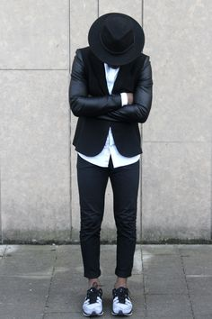 Black & White. Proper. Slim. Nike Flyknit. Hat. Men. Fashion. Urban. Dressed. Shirt. Clean. Minimal.