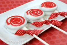 Peppermint Oreo Lollipops...easily changed for every holiday (hearts, bats, stars)