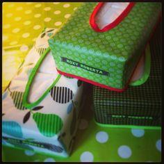 Het mooiste groen ontdek je in de lente. Geplastificeerde tissuebox #ROXYROBERTA #tissuebox #sewing #DIY #handmade #creativemamas #zakdoekdoos