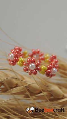 Tutorials on how to make with - jewelry diy bracelets Diy Bracelets Easy, Bracelet Crafts, Handmade Bracelets, Jewelry Crafts, Daisy Bracelet, Jewelry Ideas, Seed Bead Jewelry, Bead Jewellery, Diy Jewelry Necklace
