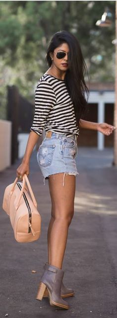 Summer look | Shredded denim shorts with loose white tank top