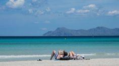 Strand an der Platja de Muro im Norden der Mittelmeerinsel Mallorca