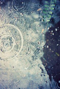 Ripple thumbs_hinh-anh-dep-tinh-yeu-buon-love-sad-troi-mua-rain-image-486.jpg 800×1,185 pixels