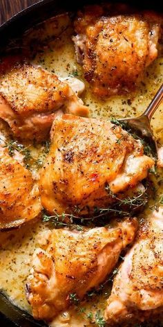 Chicken thighs áre so deliciously tender ánd the creámy white wine sáuce is silky, smooth & simply áddictive. Whát án eásy one skillet chicken recipe! #chickenthighs #chickenrecipes #dinner #recipe #deliciousrecipe #dinnerrecipe #food #familyrecipe #maincourse #dish #cookingrecipe #weeknight #weekend #easter
