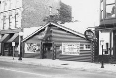 Jazz and blues club, The Brown Shoe, on North Wells Street in Chicago by Elizabeth Russo,University of Chicago Photographic Archive.
