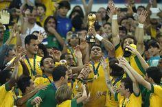 Brasil dá show, espanta fantasmas e é tetracampeão da Copa das Confederações Seleção brasileira bateu a Espanha por 3 a 0 jogando muito melhor do que os campeões do mundo.