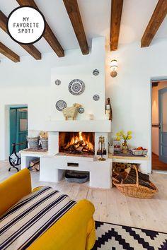In vizita la Alina, Marius si Micha Traditional Interior, Traditional House, Traditional Design, Design Case, Lounge Areas, House In The Woods, Log Homes, My Dream Home, Rustic Decor