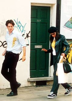 Julia Robert's style in Notting Hill couldn't be more as Anna Scott wore all the key current trends from berets to kimonos. Julia Roberts Notting Hill, Hugh Grant Notting Hill, Notting Hill Movie, Julia Roberts Style, Julia Roberts Movies, Couple Aesthetic, Retro Aesthetic, Anna, Matthew Mcconaughey