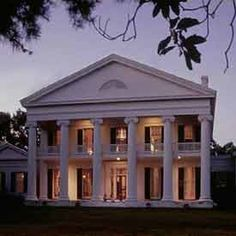Ahhh <3 me a Savannah style Plantation. <3 it there! Not these fake mini mansions straight outta 1980s in MI haha