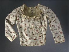 Casaquin/casaque/jacket, c1770-80, found on Museon Arlaten, inv#2003.0.62.  For back, see other pin.