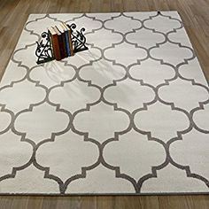cozy off white and gray Trellis rug 5x7